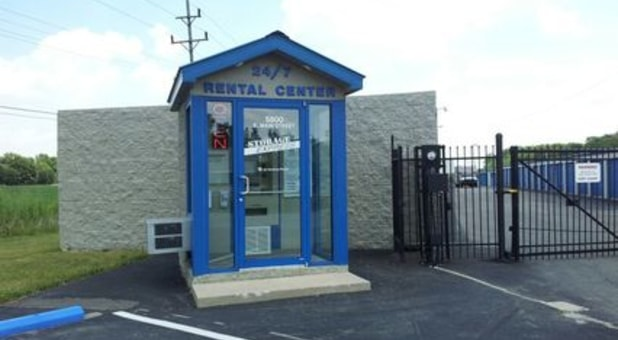 24/7 rental center office