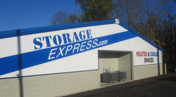 Side of storage building that says storageexpress.com