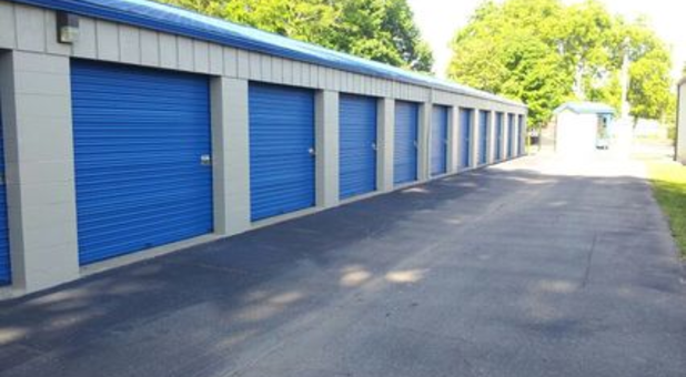 Large outdoor self storage units