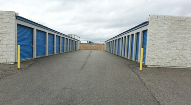 Outdoor storage unit buildings
